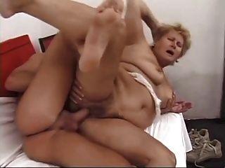 बड़े स्तन के साथ BBW बालों दादी बकवास हो जाता है