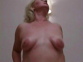 प्यारा मोटा गोरा गर्म महिला