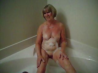 फियोना के लिए स्नान का समय