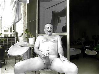 एक पड़ोसी मुझे नग्न wank देखता है
