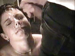उसके चेहरे में सह