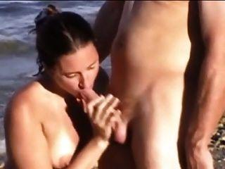 समुद्र तट पर सेक्स 20