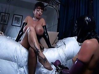 2 वेश्या मालकिन समलैंगिक दास का उपयोग करें