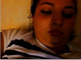 अरबिया से एक लड़की चुपके से कैम पर हस्तमैथुन करती है