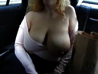 कार में स्तन