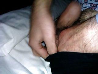 बिस्तर में मेरे पिता के नरम डिक को छूने