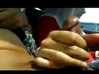हिजबुल लड़की हिजबैंग दे रही है