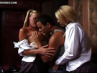 समलैंगिक लड़कियों बेवर्ली लियन और निकोल शेरीदान