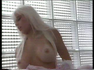 सुनहरे बालों वाली सौंदर्य सीढ़ी सेक्स ना है