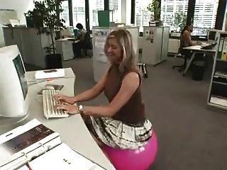 काम पर यौन संबंध