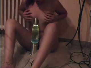 milf एक लावा दीपक और squirts fucks!