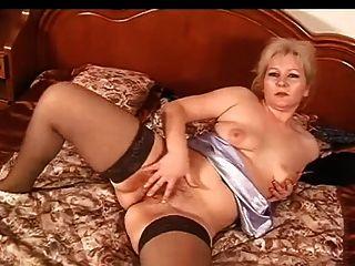 रूसी परिपक्व masturbates (मेरी प्यारी माँ 28)