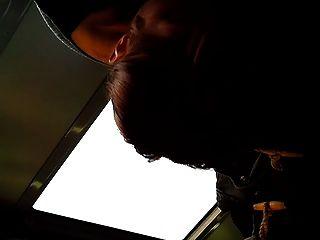लड़की ट्रेन पर blowjob देता है!