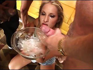 गंदा लड़की एक कटोरा से 20 लड़के सह पीते हैं (जीएफएसओए)