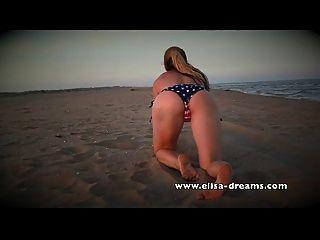नग्न और गंदे समुद्र तट पर मेरे विशाल काले लिंग के साथ