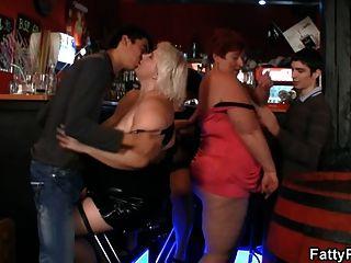 चरबी महिलाओं पार्टी में मजा है