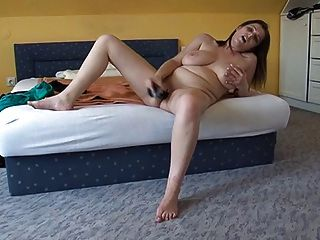 busty मुंडा लड़की और उसके खिलौना