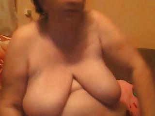 वेबकैम पर विशाल स्तन के साथ परिपक्व BBW