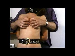 स्तन फूहड़ पत्नी पर यातना