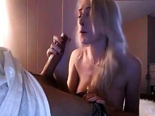 बहुत प्यारा गोरा लड़कियों को एक blowjob देता है