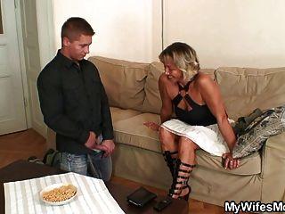 पत्नी उसे कमबख्त सास ढूँढता है