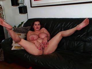 मैं बड़े स्तन श्यामला प्यार करता हूँ