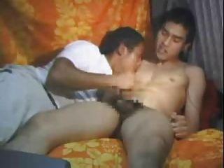 21 एशियाई लड़के सह