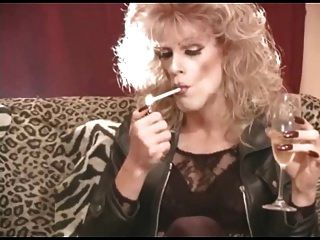 चमड़े में गर्म सीडी कौगर धूम्रपान ii