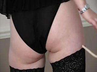 ब्रिटिश गोरा स्तन एक लैस domme शो पर डालता है!