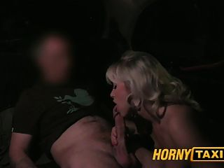 hornytaxi परिपक्व milf में पिछवाड़े आधी रात मज़ा