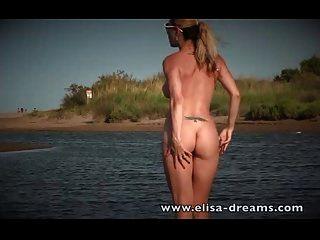 रेत पर सार्वजनिक नग्नता और हस्तमैथुन