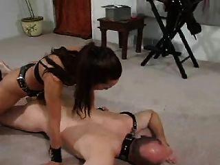 गुलाम अपने गधे fucked हो जाता है