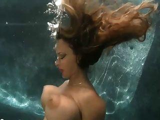 रोको वीडियो सेक्स पानी के नीचे