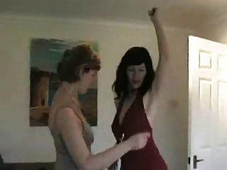 पार्टी के बाद दो मिल्फ़फेट नाच और नंगा