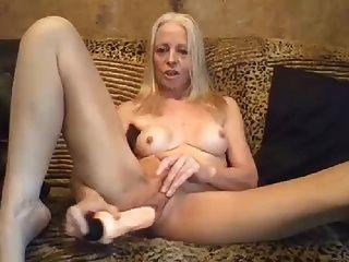 सेक्सी दादी खेलने के लिए प्यार करता है