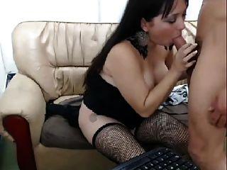 लड़की पर दो लोगों के साथ लड़की कमबख्त