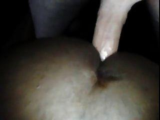 सफेद झटका barefucks मौखिक काली कुतिया लटका