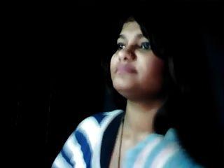हॉट पाकिस्तानी लड़की नेहाकान स्तनपान को बीएफ पी 1 से दिखाती है