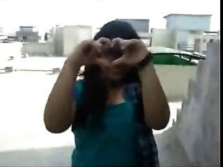 उत्तर भारतीय लड़की ने उसे अपने बीएफ के लिए शानदार विशाल स्तन दिखाया