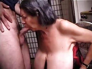 बड़े स्तन के साथ बीबीडब्ल्यू दादी कमबख्त हो जाता है