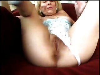 परिपक्व महिला उसकी योनी काम कर रही है
