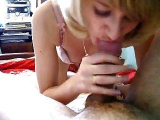 रूसी पत्नी चूसना मुर्गा और चाटना गेंदों