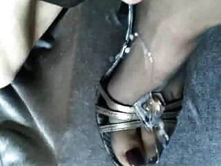 कम ऊँची एड़ी के जूते में pantyhose पैर पर सह