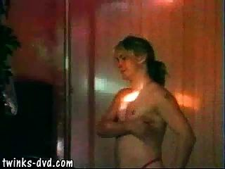 क्लब में जंगली समूह सेक्स का आनंद ले रहे मिठाई ताजा रूनी