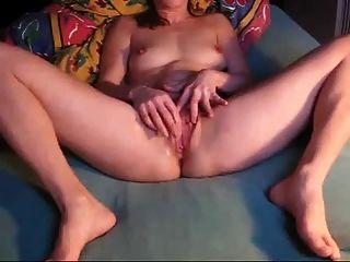 वेबकैम पर डेनिश शौकिया masturbates