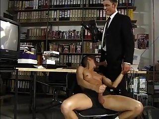 जब एक सेक्सी आदमी एक सेक्सी twink टेप