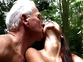 जंगल में बूढ़े और युवा बकवास