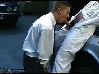 बॉस और सींग का अरब हंक गेराज में