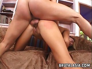 एशियाई लड़की गधा और चेहरे fucked