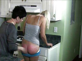 रसोईघर में spanked
